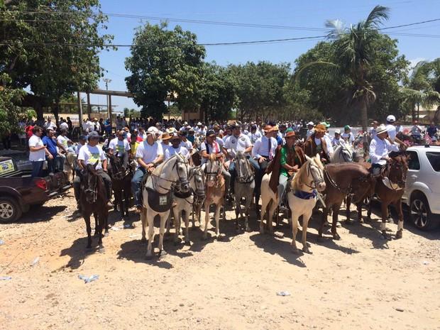 Adebtos da vaquejada protestam contra a proibição da prática (Foto: Marina Alves/TV Verdes Mares)