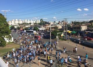 Movimento começa a aumentar no entorno da Arena, palco do Gre-Nal 409 (Foto: Diego Guichard/GloboEsporte.com)