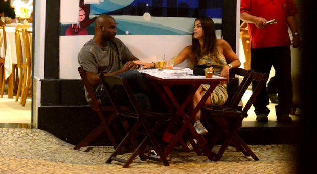 Rafael Zulu com sua nova namorada (Foto: AgNews  / AgNews)