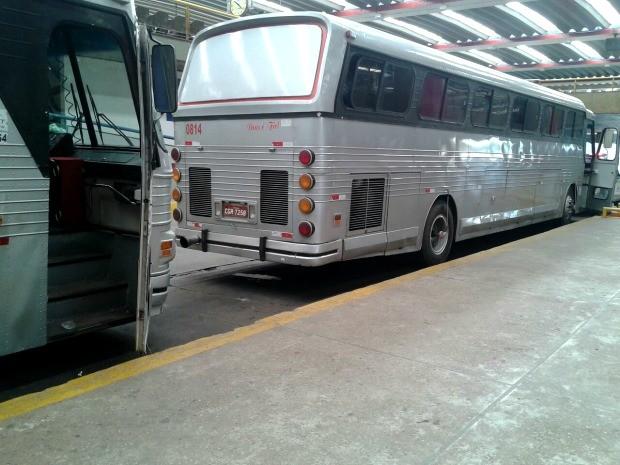 Ônibus apreendidos ficarão no pátio da rodoviária até que empresa responsável pague multa. (Foto: Andressa Boa Sorte / TVCA)