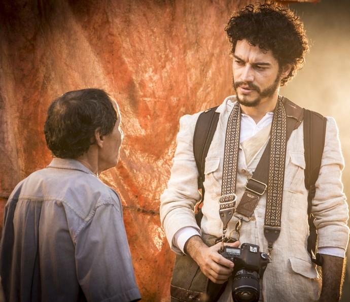 Martim busca seu passado na volta ao Brasil (Foto: Felipe Monteiro/ Gshow)