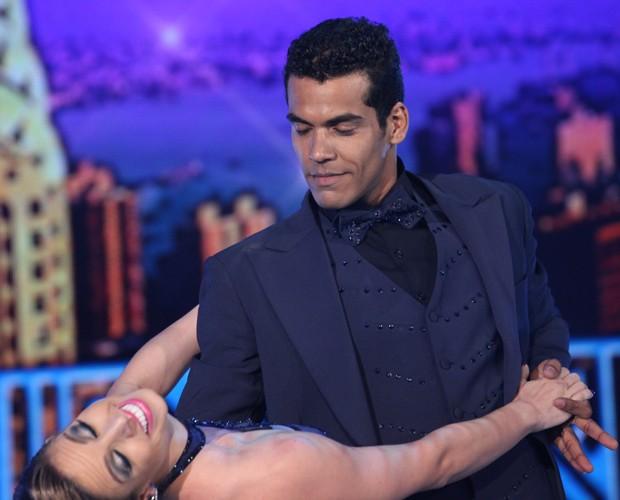 Marcello Mello Jr. dá show de elegância no Dança dos Famosos (Foto: Carol Caminha/TV Globo)