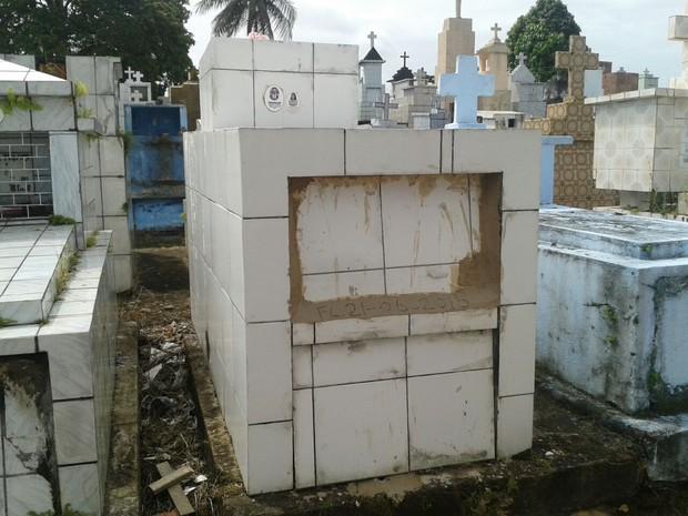 Morato é sepultado em cemitério na Mata Sul de Pernambuco (Foto: Danilo César/ TV Globo)