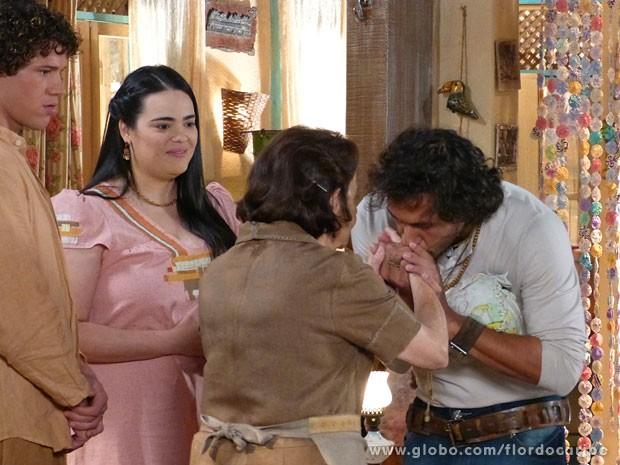 Lino pede a benção de Veridiana antes de viajar (Foto: Flor do Caribe / TV Globo)