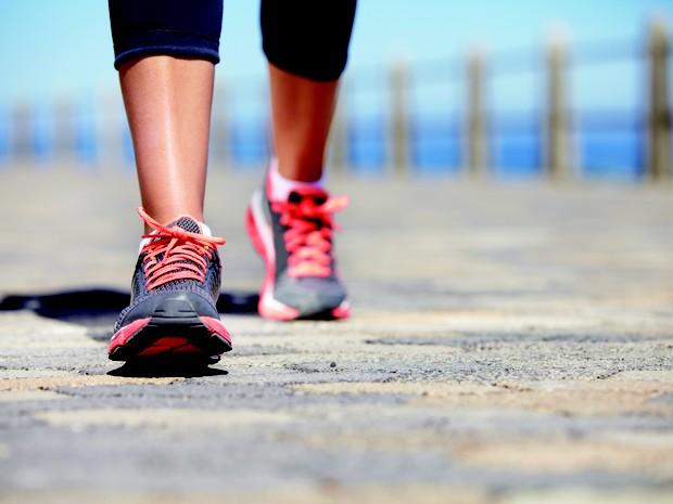 Caminhar ; caminhada ; atividade física ; exercício físico ; relaxar ; finais de semana ; faz bem para o corpo ; fim do estresse ;  (Foto: Shutterstock)
