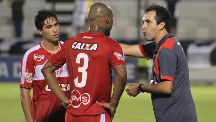 Léo Condé técnico do CRB (Foto: Fabiano de Oliveira/GloboEsporte.com)