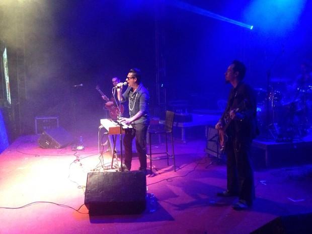 O austríaco Raphael Wressnig encerrou a segunda noite do fest Bossa & Jazz em Pipa (Foto: Nathallya Macedo/G1)