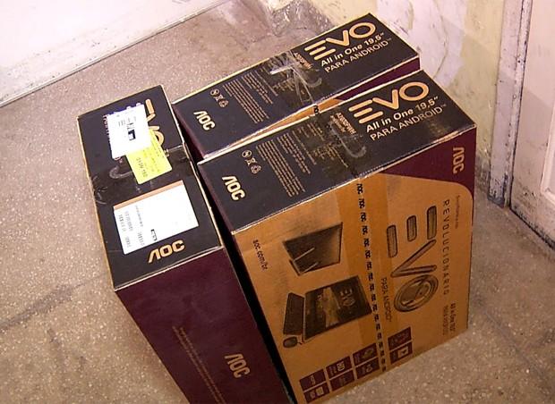 Suspeito foi detido ao deixar a loja com três computadores sem passar pelo caixa (Foto: Reprodução/Inter TV Cabugi)