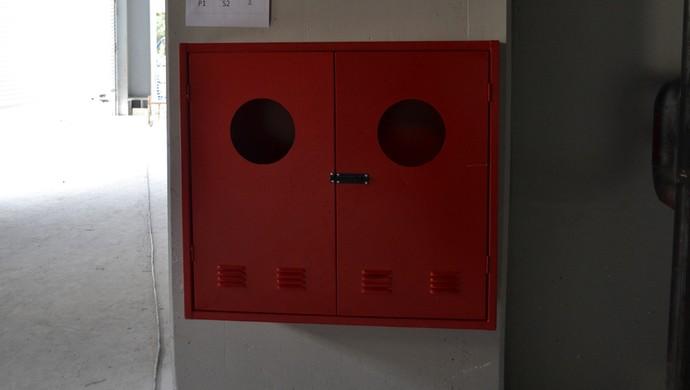 Instalação das caixas para mangueira de incêndio da Arena da Baixada, do Atlético-PR (Foto: Site oficial do Atlético-PR/Divulgação)