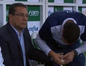 Luxemburgo tem mão enfaixada (Foto: Reprodução/ TV Globo Minas)