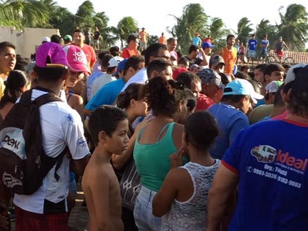 Local da chacina atraiu curiosos em João Câmara (Foto: Divulgação/ PM)