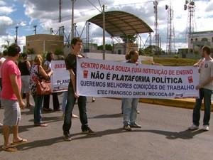 Professores de Etecs em greve protestam em Mococa (Foto: Oscar Herculano Jr/ EPTV)