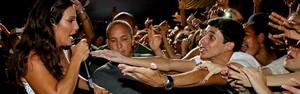 Empolgada com fãs, Ivete desce  do palco e leva fãs a loucura (Erik Salles/Agência Edgar de Souza)
