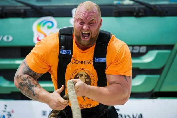 Hafthor Bjornsson saiu da jaula de novo (Foto: Victor Fraile/Getty Images)