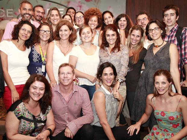 Elenco e equipe de 'Doce de Mãe' reunidos na coletiva de imprensa (Foto: Ellen Soares / TV Globo)