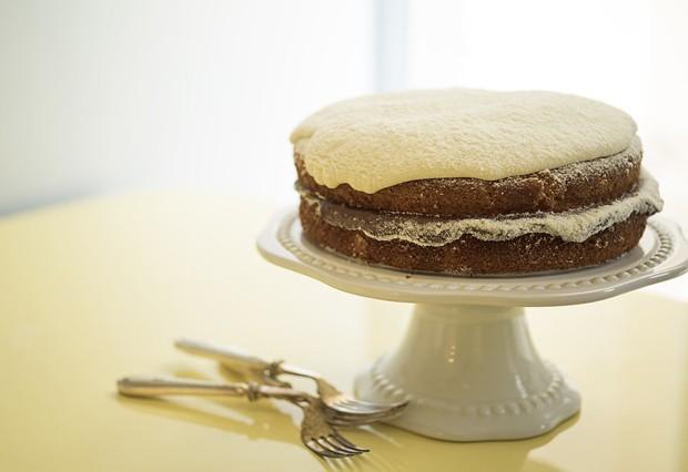 Explosão de gostosura: aprenda a fazer bolo de leite ninho recheado de nutella