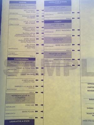 Cédula usada nesta terça-feira (6) por eleitores de DeForest, Wisconsin (Foto: Ryan Rainey/Especial para o G1)