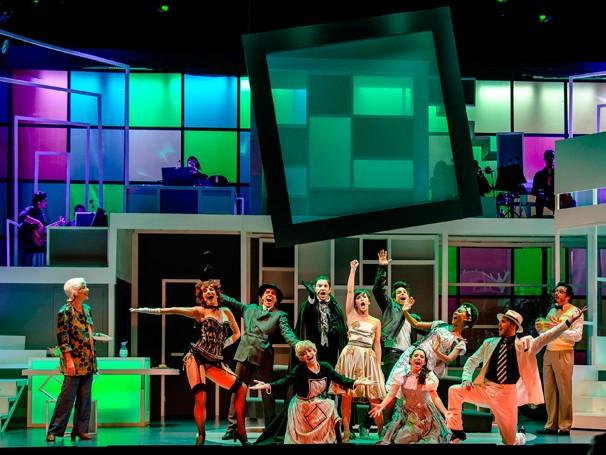 No palco, o elenco do espetáculo 'O primeiro musical a gente nunca esquece' (Foto: Divulgação/Caio Gallucci)