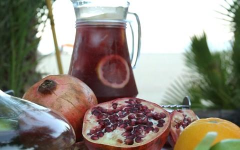 Receita de Sangria mistura frutas e licores