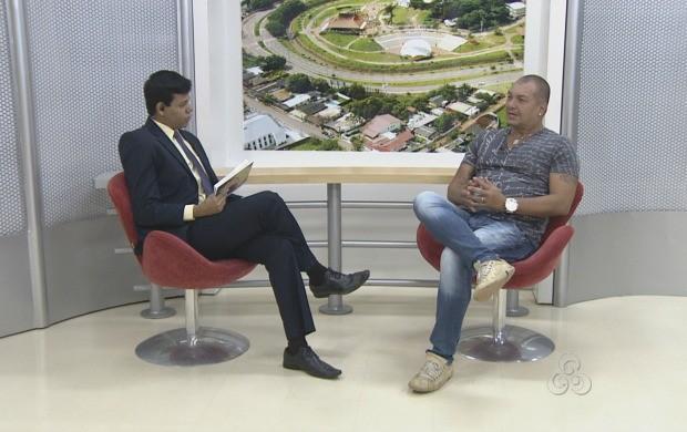 Diretor teatral Vavá Botelho fala sobre espetáculo  (Foto: Bom Dia Amazônia)