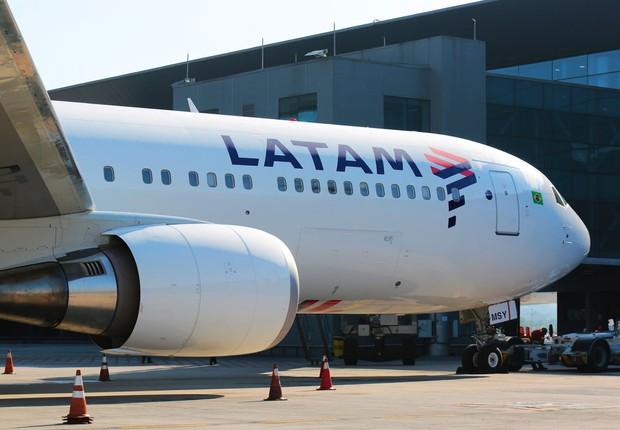 Avião da Latam Airlines no Aeroporto Internacional de Guarulhos (GRU), em São Paulo (Foto: Marcio Jumpei/Latam)