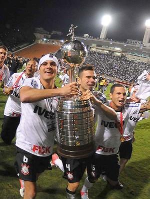 Corinthians comemorando, Libertadores (Foto: Marcos Ribolli  / Globoesporte.com)