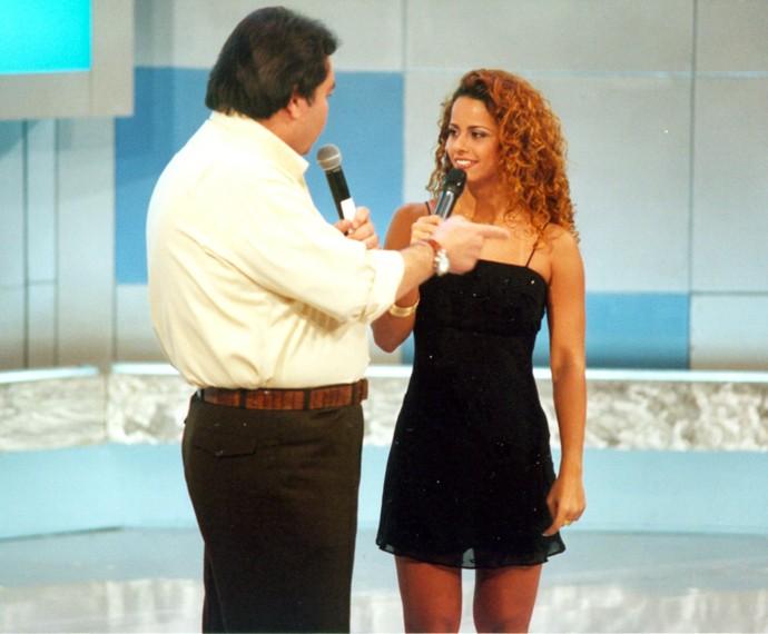 Viviane Araújo conversa com Faustão em programa do baú do Domingão (Foto: Cedoc / TV Globo)