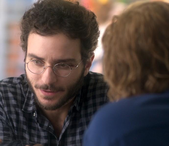 Elio junta as peças e entende a armação que Tião criou (Foto: TV Globo)