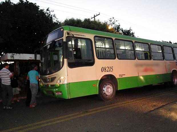 Jogador de futebol foi morto dentro de ônibus em Várzea Grande. (Foto: 4ºBatalhão da PM)