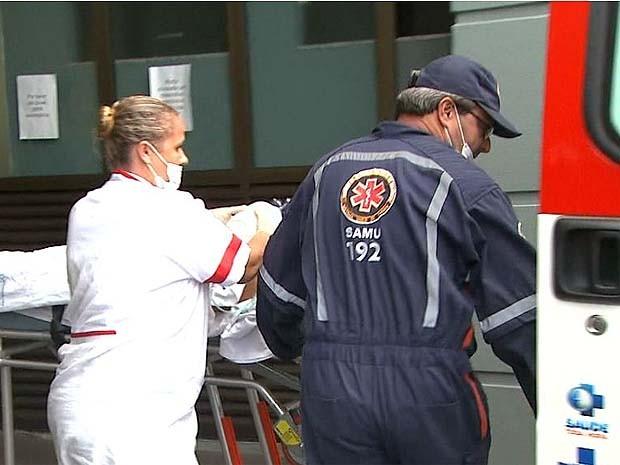 Ladrão foi transferido para Santa Casa de Franca (SP) pelo Samu (Foto: Reprodução/EPTV)