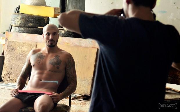 Making of Fernando Medeiros posando para o Paparazzo  (Foto: Roberto Teixeira / Paparazzo)