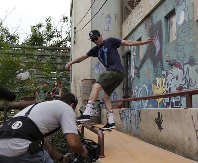 Skatista brasileiro faz manobra ousada (Foto: Raphael Dias/Gshow)