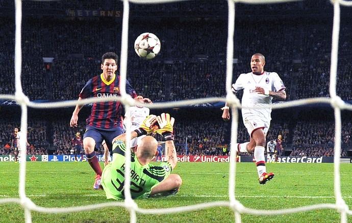 Messi comemoração Barcelona contra Milan Liga dos Campeões (Foto: AFP)