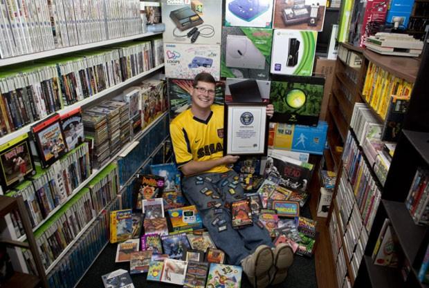Michael Thommason e sua coleção de games, vendida por US$ 750 mil (Foto: AP)