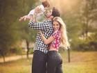 Rodrigão e Adriana Sant'Anna fazem foto fofa em família com o filho