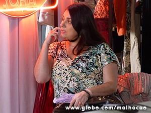 Soraia fica tontinha com tanta informação (Foto: Malhação / TV Globo)