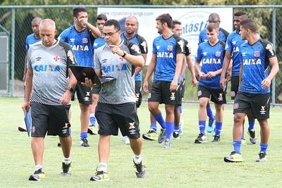 Preparadores do Vasco analisam informações (Foto: Marcelo Sadio / Flickr do Vasco)