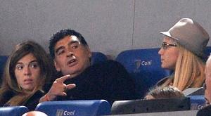 Maradona torcida jogo Napoli e Roma (Foto: EFE)