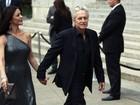 Catherine Zeta-Jones vai a festa com o marido Michael Douglas