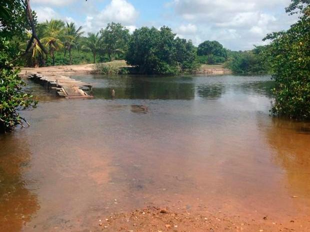 Corpo foi visto por banhistas no Rio Pium, na Grande Natal (Foto: Emmily Virgílio/InterTV Cabugi)