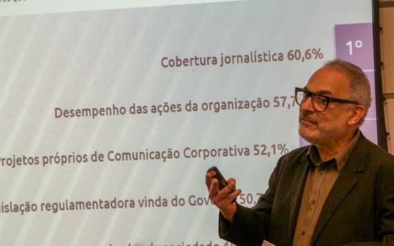Debate sobre o futuro do jornalismo (Foto: Rogério Cassimiro/ÉPOCA)