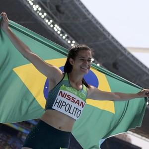 Descrição da imagem: Verônica comemora com a bandeira do Brasil (Foto: REUTERS/Sergio Moraes)