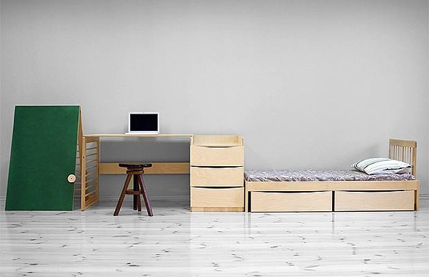 Quando a criança cresce, o berço se desdobra em cama com gaveteiro, escrivaninha e lousa (Foto: Divulgação)