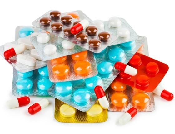 Cartelas de medicamentos: os genéricos, cópias de remédios mais baratas porque não têm marca, só podem entrar no mercado quando a patente da droga original expira (Foto: Thinkstock/Getty Images)