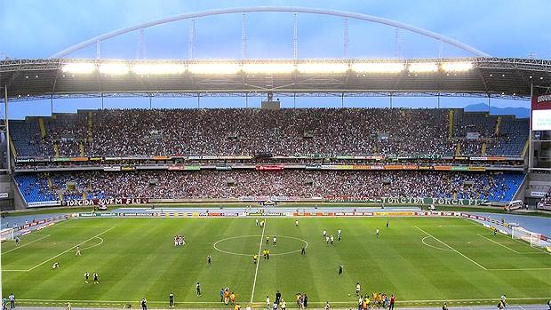 torcida do Fluminense no jogo contra o América-MG (Foto: Edgard Maciel de Sá / GLOBOESPORTE.COM)