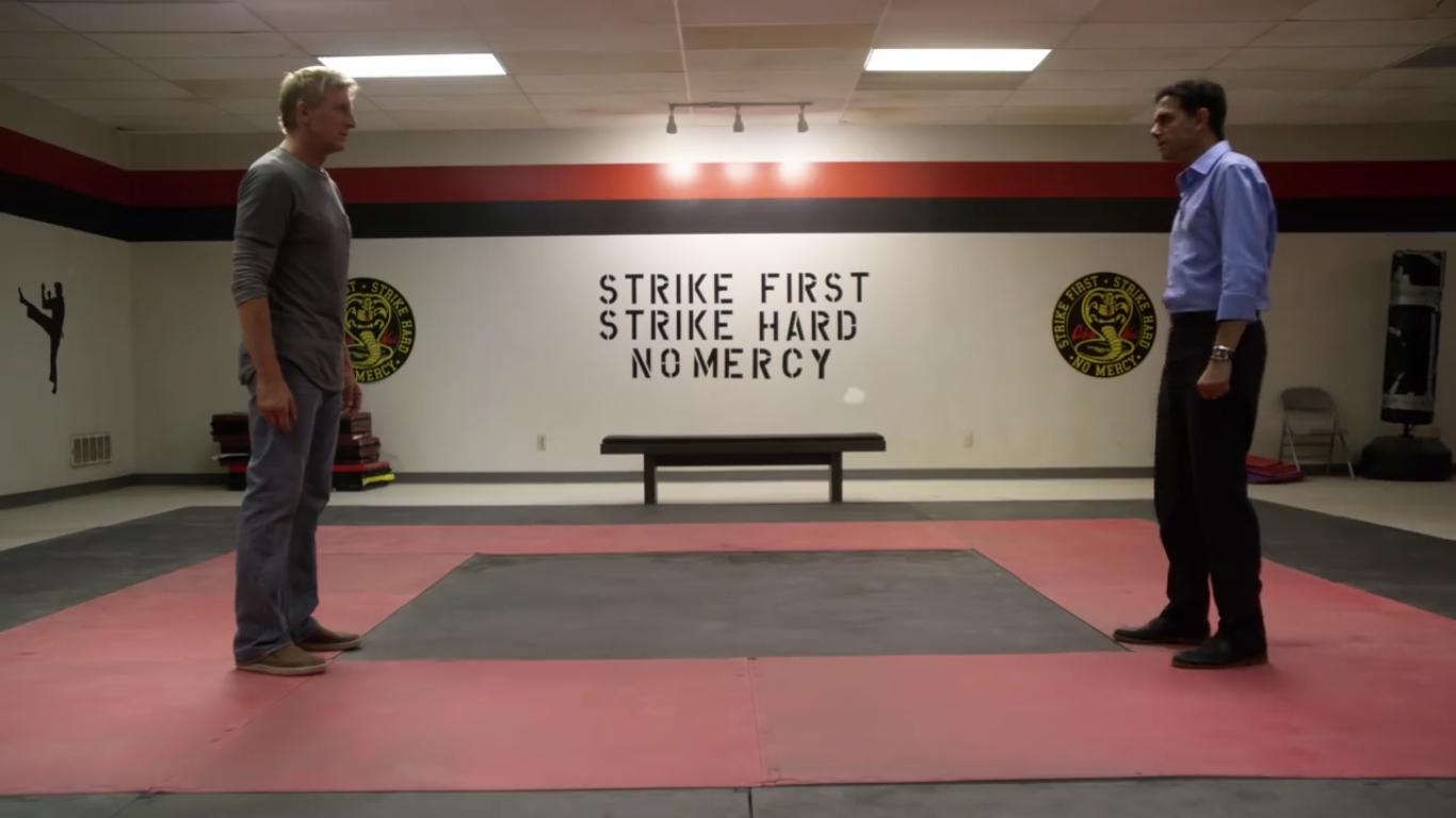 O reencontro de Daniel LaRusso (Ralph Macchio) e Johnny Lawrence (William Zabka) no trailer da continuação de Karate Kid (Foto: Reprodução)