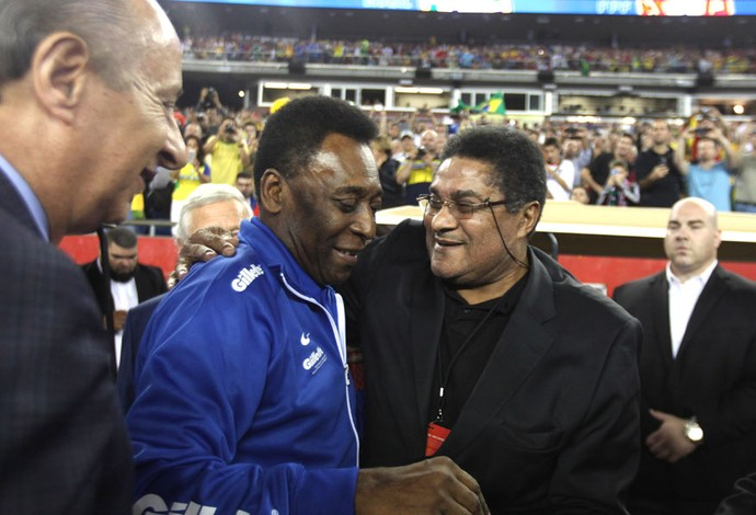 Pelé e Eusebio Brasil e Portugal (Foto: Agência AP)