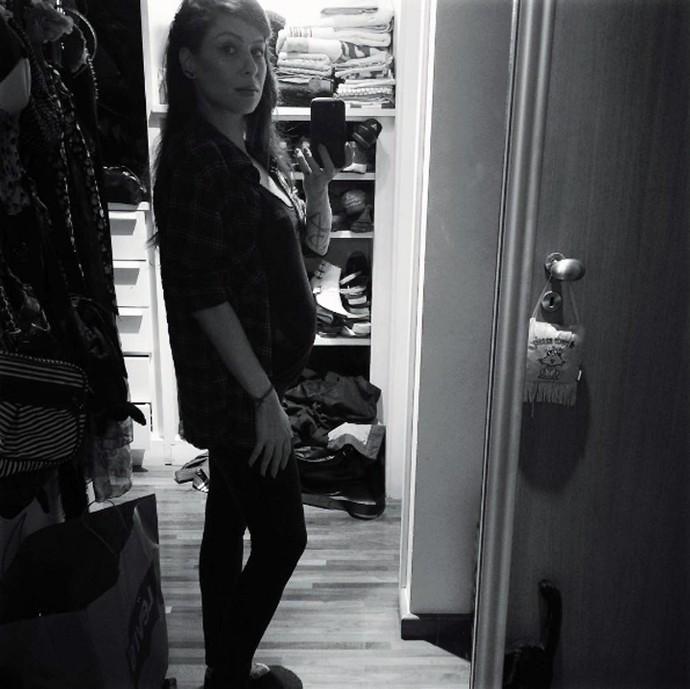 Pitty mostra a barriga de grávida em rede social (Foto: Arquivo pessoal)