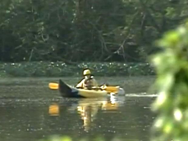 O caiaque, equipado com sondas, vai recolher dados em diversos pontos do rio, com amostras coletadas a cada quilômetro (Foto: Reprodução/TV Tem)