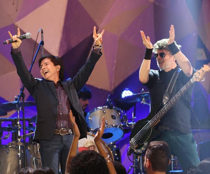 Xororó entra no clima rock'n'roll dos Titãs (Foto: Carol Caminha/Gshow)